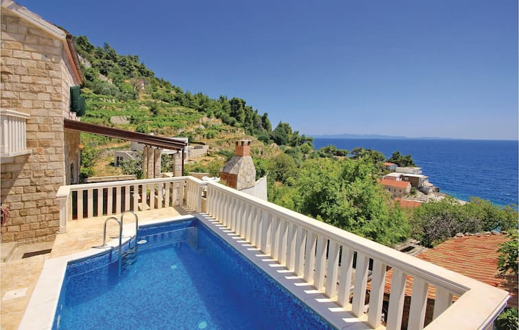 Holiday cottage with 2 bedrooms on 54m² in Podobuce