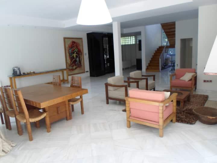 2 floor maisonette ideal for a family