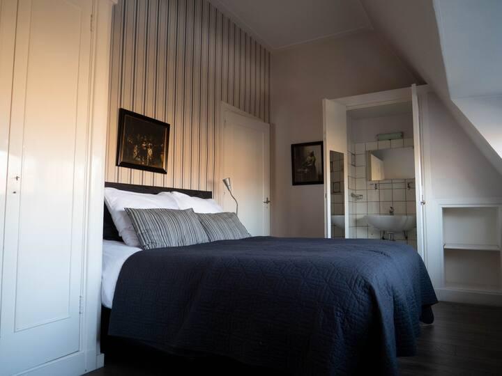 Villa Helmond (No: V)Excellent, short & long, stay