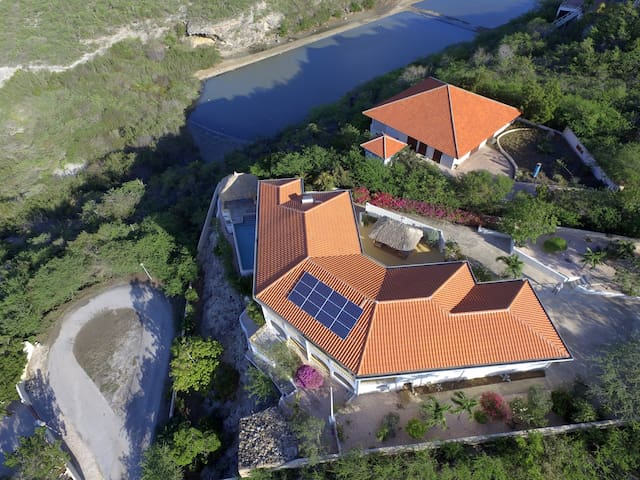 Villa on the edge of a cliff - Cas Abou