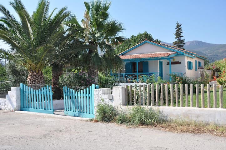 Villa directly on the sea - Kalloni - 一軒家
