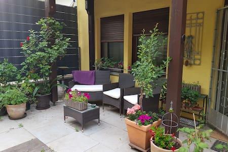 Privates Apartment (Küche & Bad) nahe Radweg +City