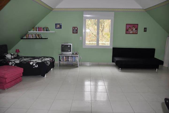 Grande chambre au calme - Preuilly - Pensió