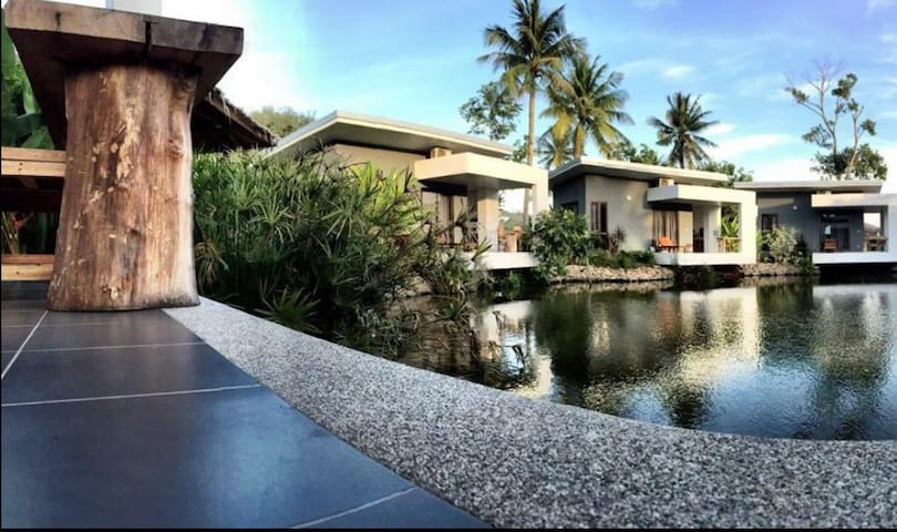 Centrally Located Pond-Side Bungalow - Ko Samui - Bungalow