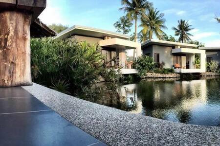 Centrally Located Pond-Side Bungalow - Ko Samui - Bungalou