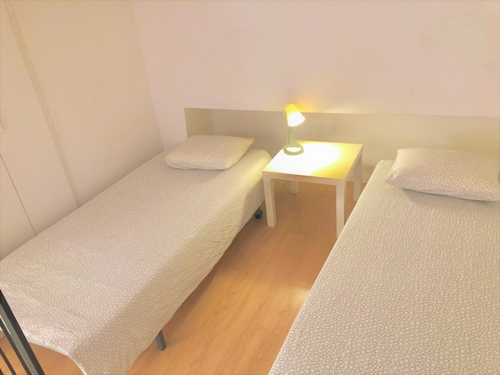 Nice room for 3 people, In Center, next Beach