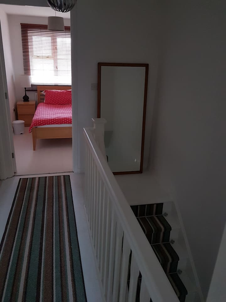 B&B in Cosy Bright Single Room in Relaxed house