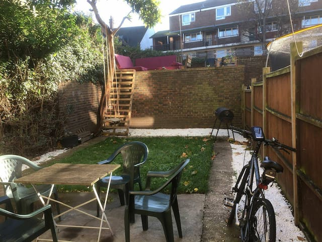 BIG Double ROOM +LIVINGROOM + GARDEN @ CAMDEN TOWN