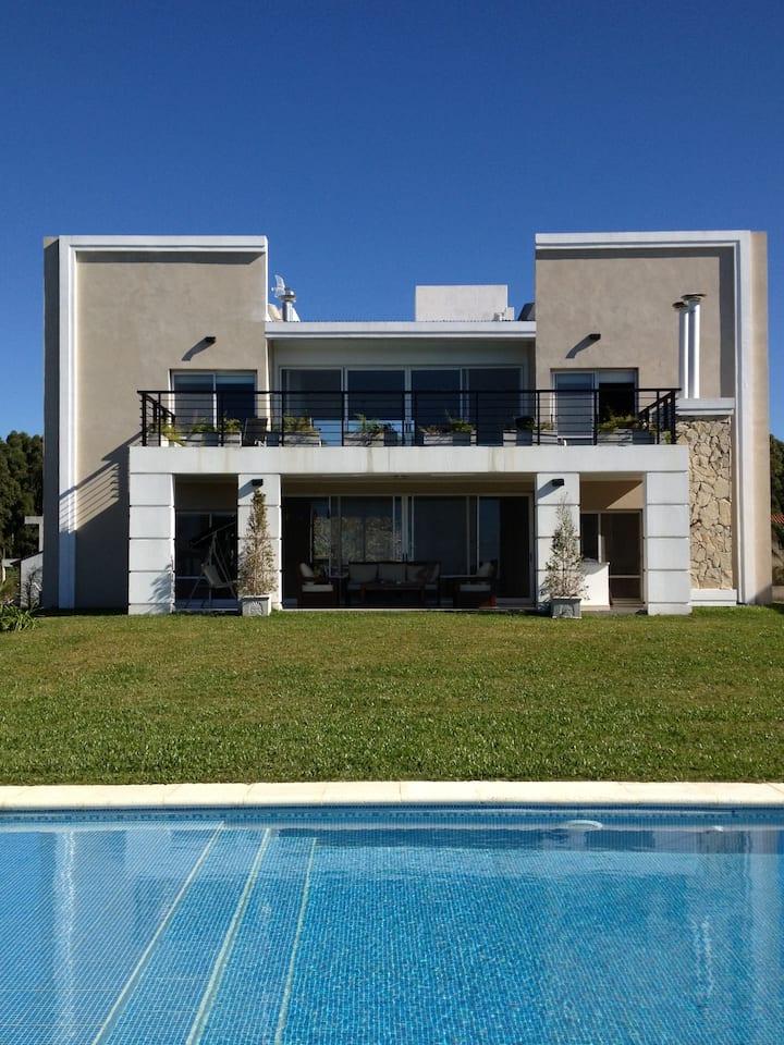 Casa Frente al Lago en Federación, sólo 1km Termas