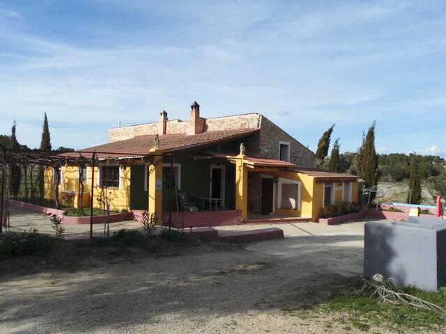 Masia rural Cantrobella - Cretas
