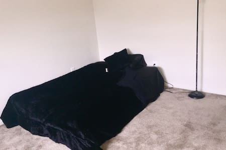 Clean private room with parking lot - Maple Shade Township - Apartment
