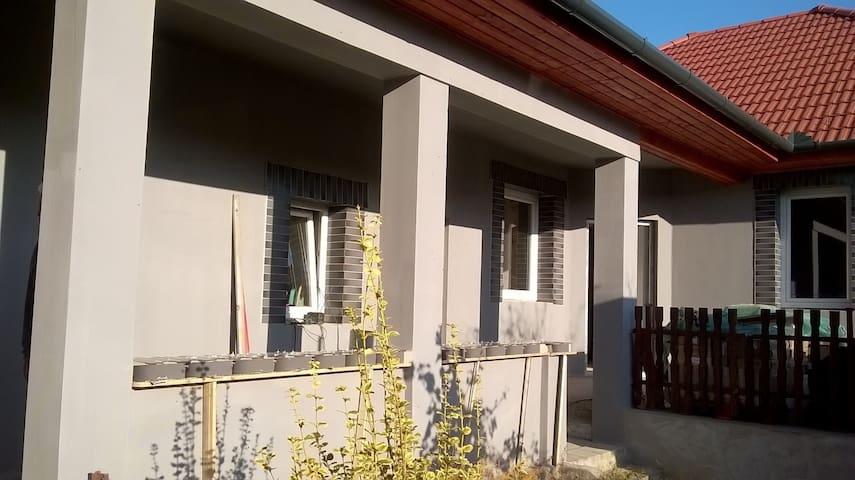 Tornácos vendégház Tápiószentmárton