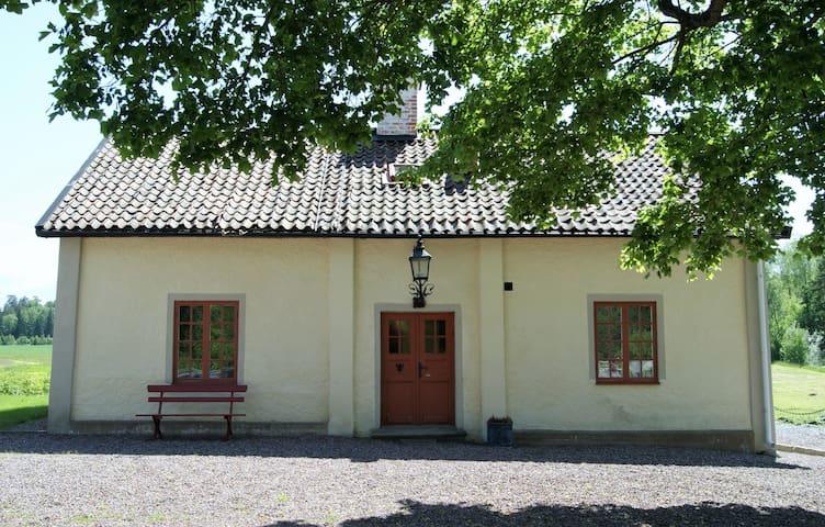 Södra Flygeln Arnöbergs Säteri - Strängnäs - Bed & Breakfast