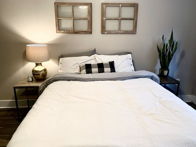 Quiet Private Studio Space Close to Downtown!