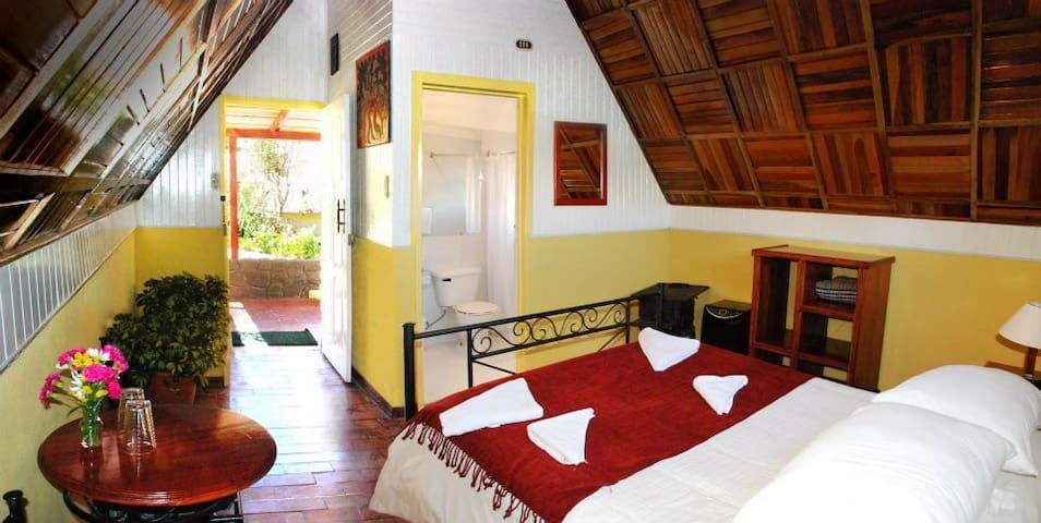 Caciquita Lodge - Mejores Vistas al Volcan Poas - Vara Blanca - กระท่อม
