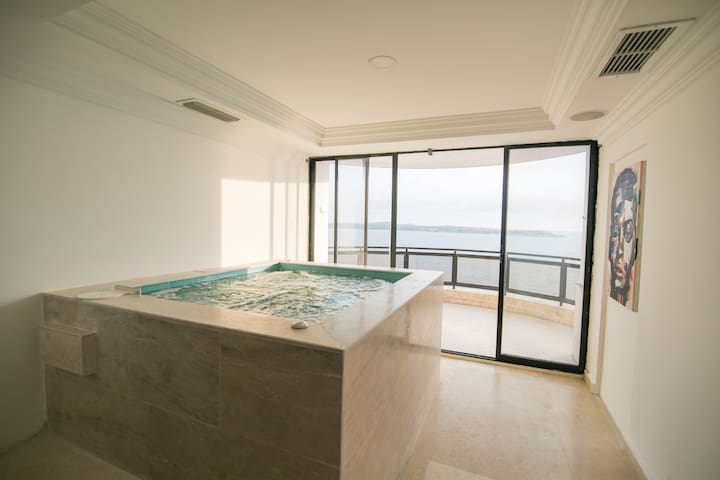 Luxury 4 Bedroom Penthouse with Private Jacuzzi