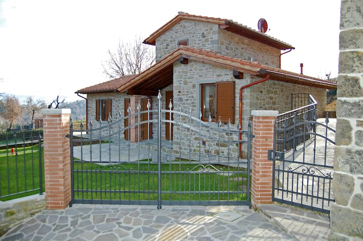 Beautiful stone villa with pool in Tuscany - Poppi - House