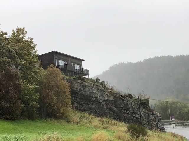 Moderne funkisleilighet på Askøy