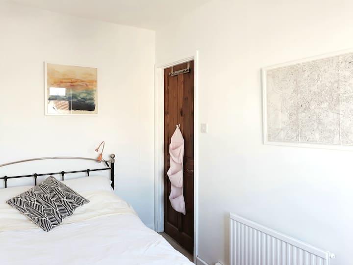 The White Room -  Central Bristol Art House Garden