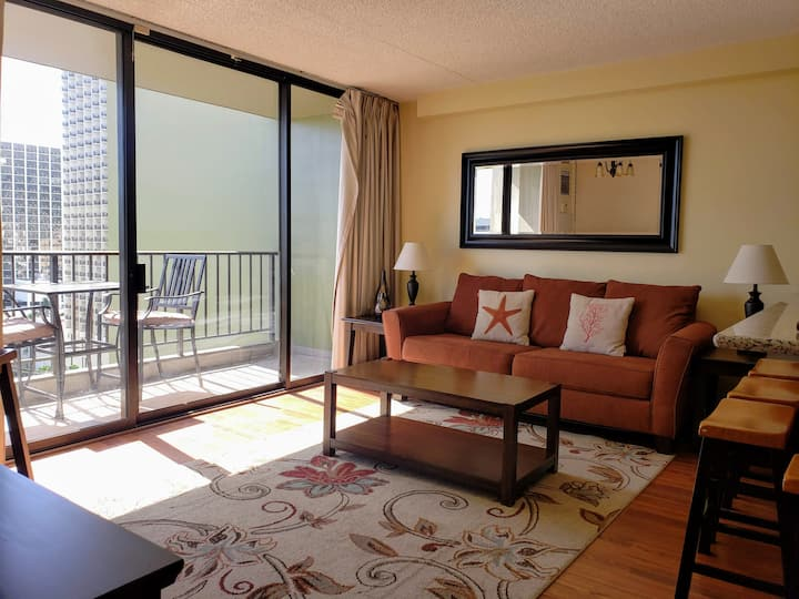 1-BR Condo in Waikiki with FREE PARKING!