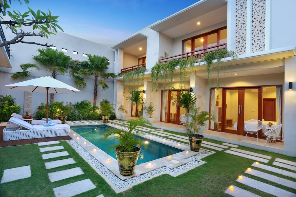 Luxury Mansion With Rooftop Water Slide Villas For