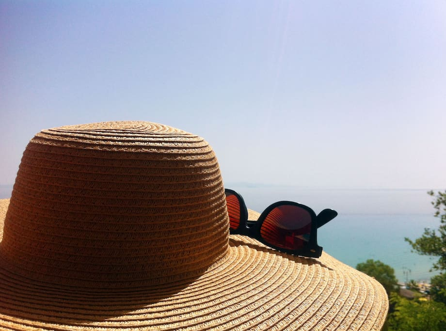 hat and glasses and go to the sea!