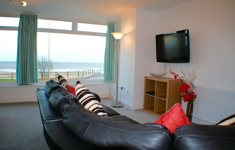 2 Bedroom Sea View Apartment with Balcony - Bridlington - Apartment