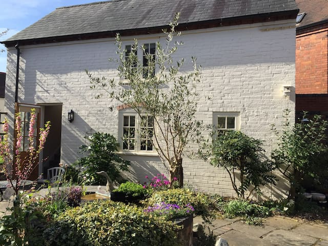 Courtyard Cottage close to NEC - Balsall Common - Дом