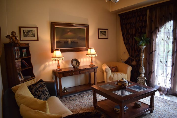Classical decorated maisonette  in Kifisia