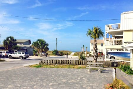 Gulf View A-2BR/1BA -RealJOY Fun Pass -Beachside Duplex - Mexico Beach