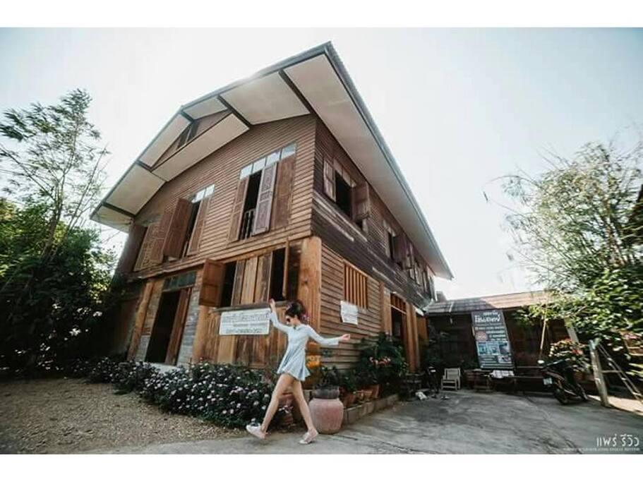 บ้านไม้สองชั้น เปิดเป็นที่พัก ให้เรียนรู้จักวิถีแห่งล้านนา