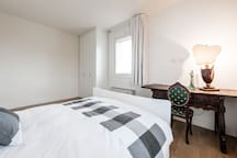 One Bedroom in Amedeo Modigliani on the ground floor
