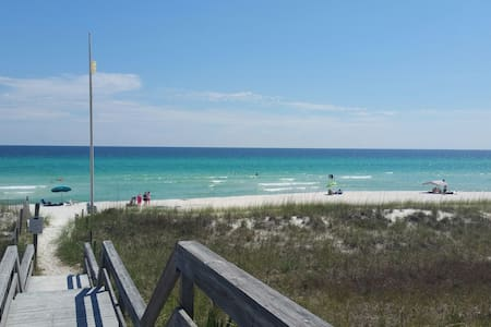 Mermaid Cottage 1 block to White Sand Beach 3 Beds
