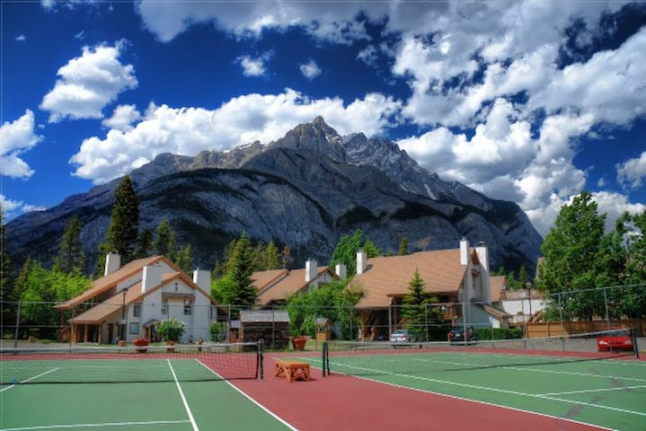 Banff RockyMountain resort 2bedroom 2bath swim/ten - Banff - Kondominium