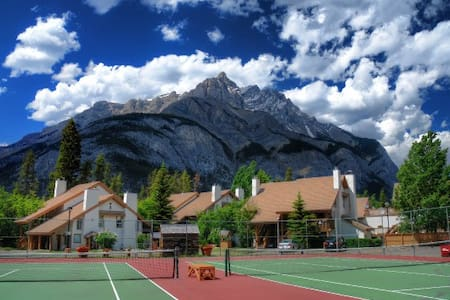 Banff RockyMountain resort 2bedroom 2bath swim/ten - Banff
