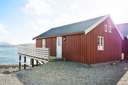Rorbu med nydelig utsikt midt i Lofoten - Leknes - Blockhütte