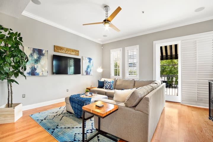 Luxury Townhouse - Perfect South Tampa Location!