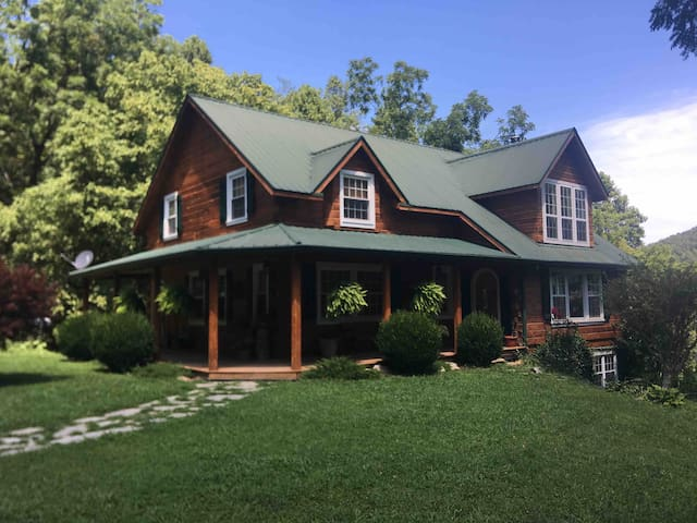 The Ambleside Log Home on Elk Creek