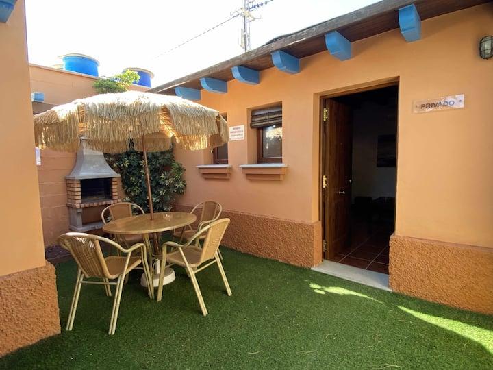 Estudio con jardincito privado, barbacoa y piscina compartida para parejas