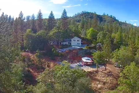 Mountain House with stunning Picturesque Views - Shasta Lake - 独立屋