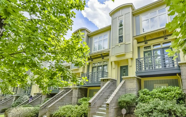 1st & 2nd Floors Only in 3-Story Townhouse Uptown
