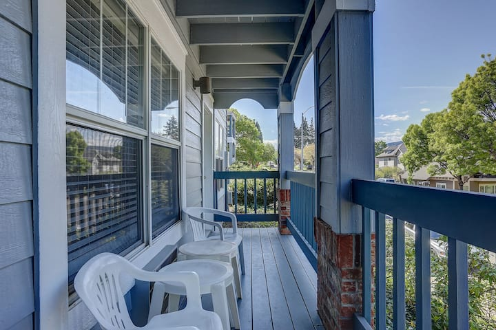 ALLEY'S 22 - Just Steps From Downtown, Landscape Views, A/C