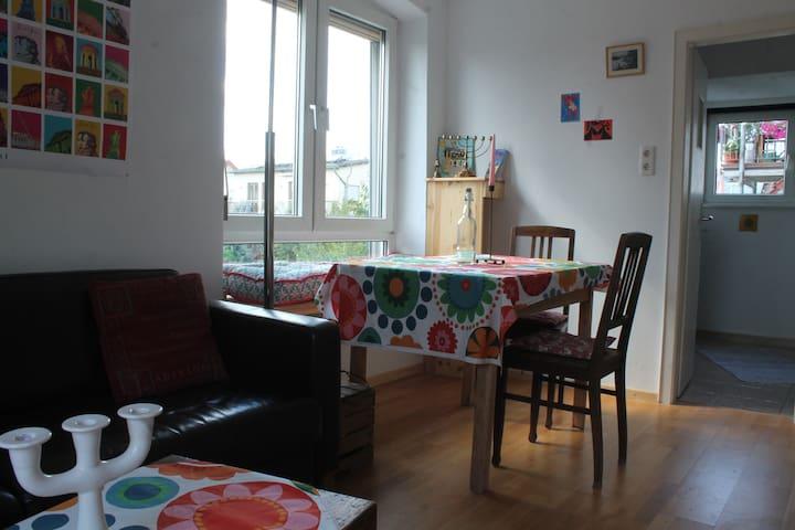 Südbalkon mit lichtem TraumRaum, Küche und Bad