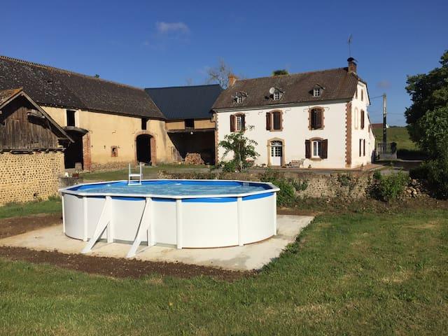 MAISON DE CAMPAGNE AVEC PISCINE - Peyrelongue-Abos - บ้าน