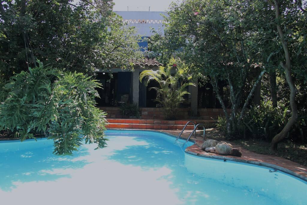View of the house and pool / Vista da casa e piscina