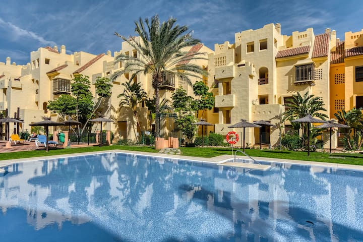 Comfortable Apartment in Manilva with Swimming Pool