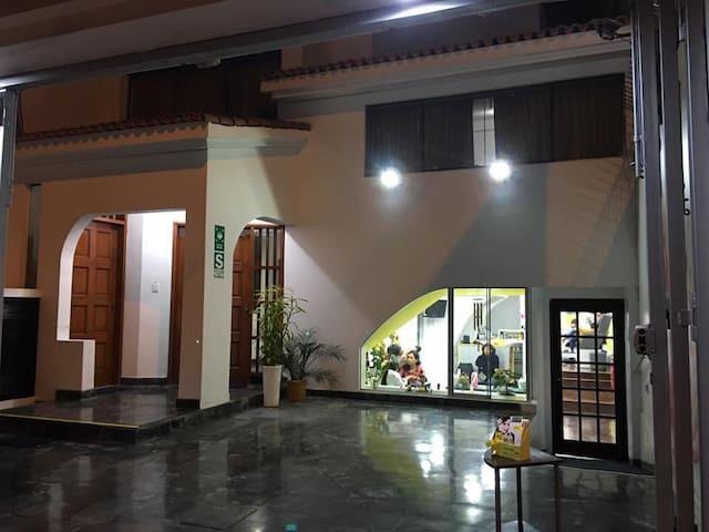 Wellness Airbnb & Spa (Lima - San Miguel 301)
