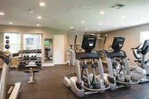 Lovely condo, off The Strip, Free parking/Spa/Pool