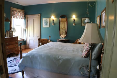J.S. McDaniel House B&B - Augusta Tilghman Room - Easton