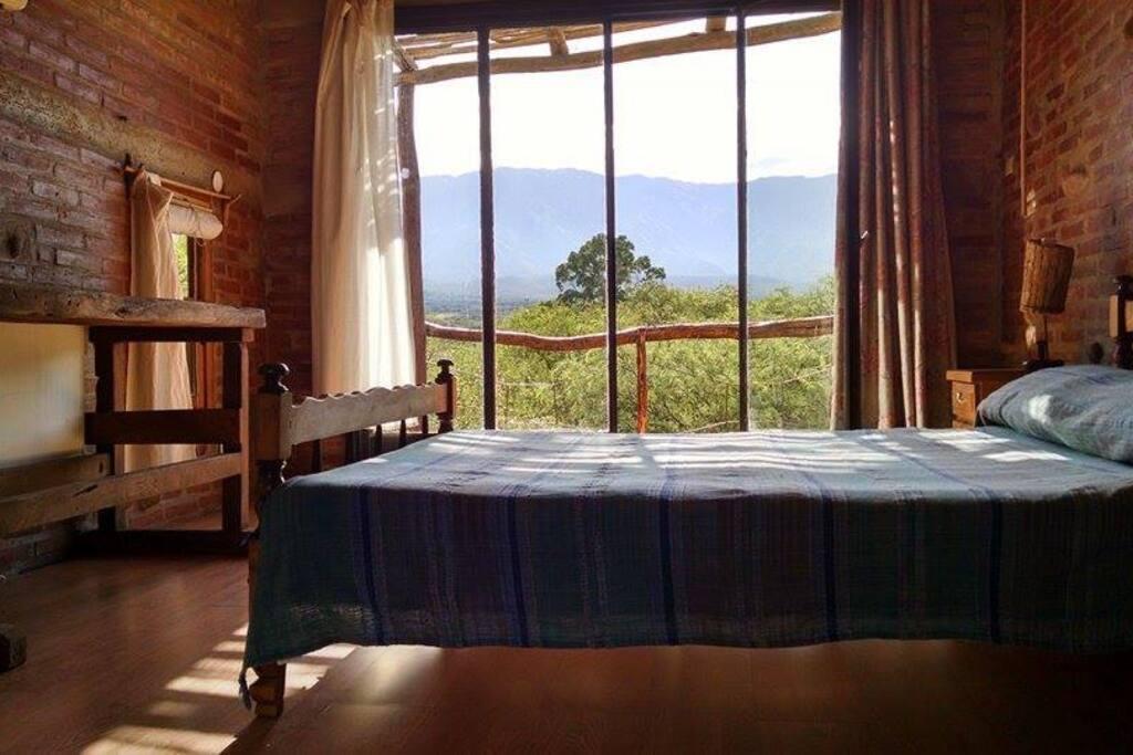 El dormitorio y la vista...
